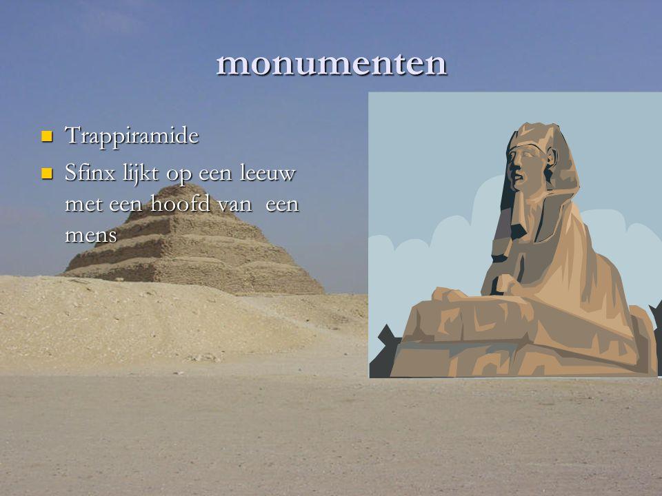 monumenten Trappiramide Trappiramide Sfinx lijkt op een leeuw met een hoofd van een mens Sfinx lijkt op een leeuw met een hoofd van een mens