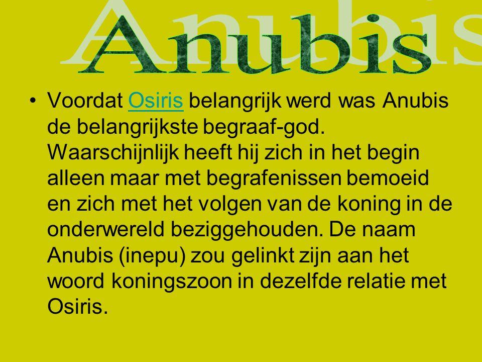 Voordat Osiris belangrijk werd was Anubis de belangrijkste begraaf-god. Waarschijnlijk heeft hij zich in het begin alleen maar met begrafenissen bemoe