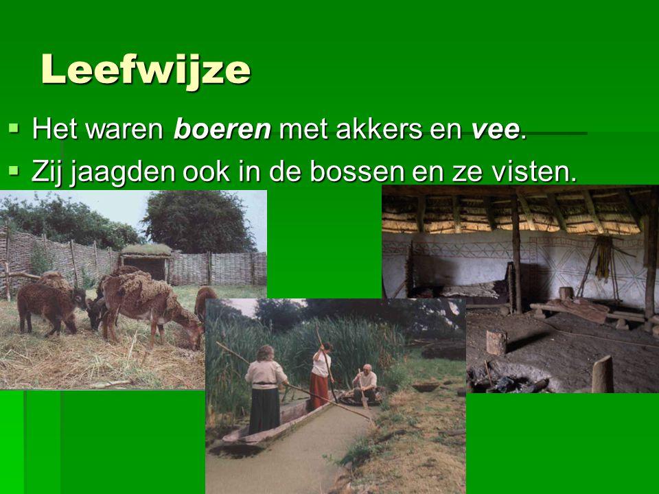 Leefwijze  Het waren boeren met akkers en vee.  Zij jaagden ook in de bossen en ze visten.