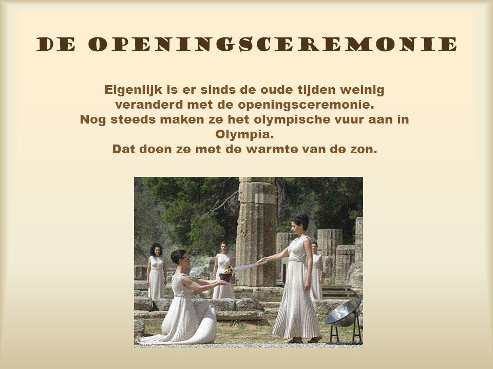 DE OPENINGSCEREMONIE Eigenlijk is er sinds de oude tijden weinig veranderd met de openingsceremonie.