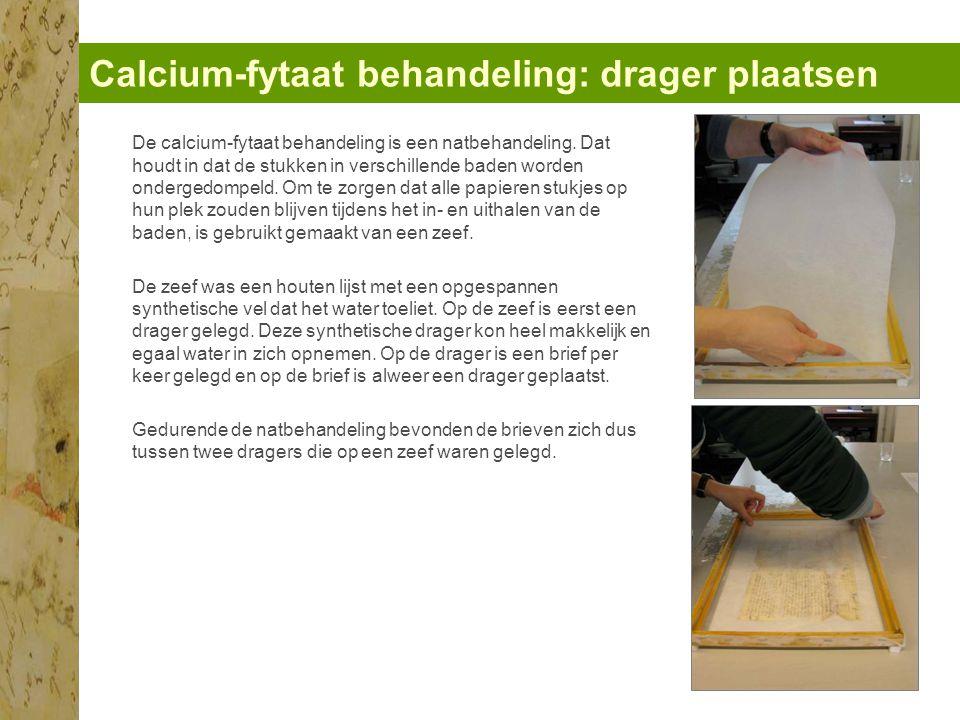 Calcium-fytaat behandeling: 4 baden De fytaat-behandeling bestaat uit 4 baden: 1.Bad van lauwwarm kraanwater: om de wateroplosbare vervalproducten van het papier, zuren en ijzer-ionen uit te spoelen.