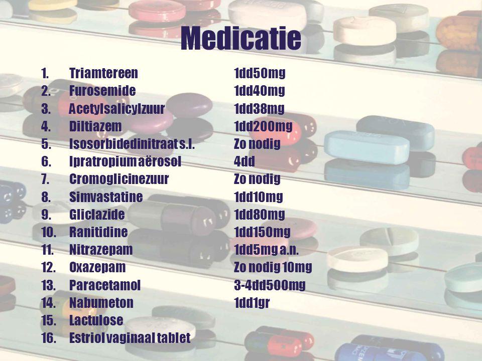 Dan blijft over: AandoeningGeneesmiddel Astma/COPDTiotropium 1dd HypertensieACE remmer 1dd DM type IIGliclazide 1dd Angina pectorisDiltiazem 1dd Oesofageale refluxProtonpompremmer 1dd ArtroseParacetamol 3-4dd (Nabumeton?) OsteoporoseCalcium/vitamine D 1dd HypercholesterolemieSimvastatine.