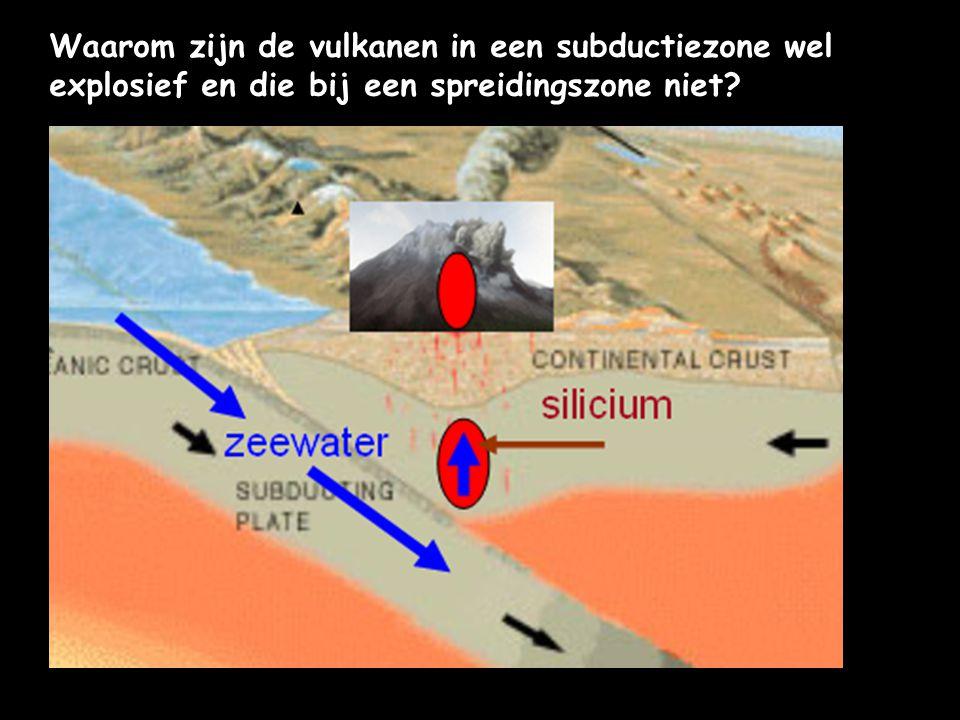 Waarom zijn de vulkanen in een subductiezone wel explosief en die bij een spreidingszone niet?