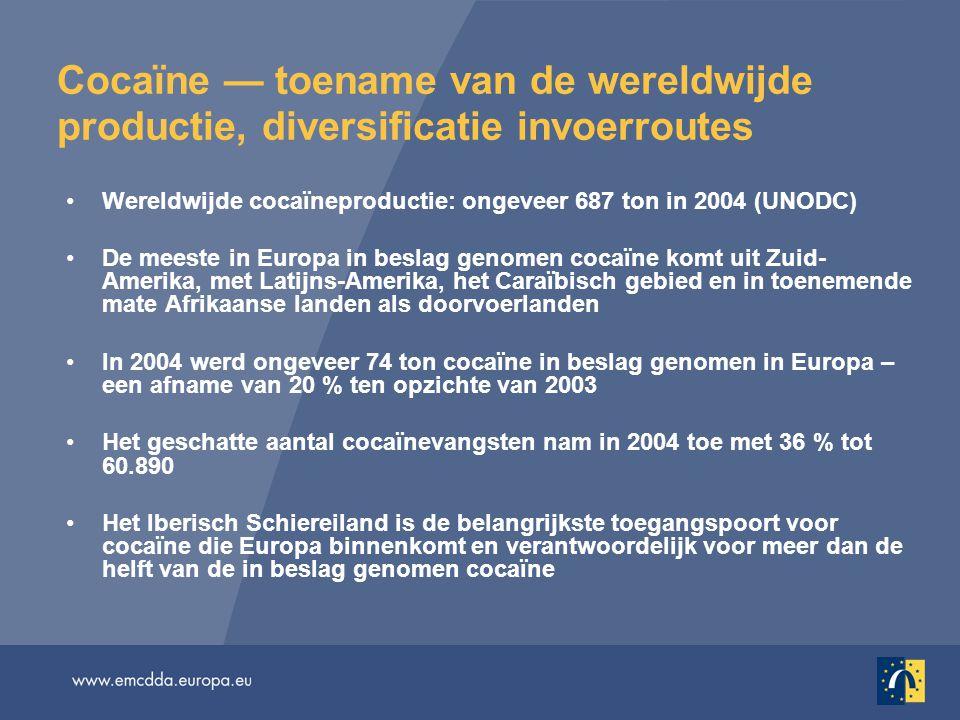 Cocaïne — toename van de wereldwijde productie, diversificatie invoerroutes Wereldwijde cocaïneproductie: ongeveer 687 ton in 2004 (UNODC) De meeste in Europa in beslag genomen cocaïne komt uit Zuid- Amerika, met Latijns-Amerika, het Caraïbisch gebied en in toenemende mate Afrikaanse landen als doorvoerlanden In 2004 werd ongeveer 74 ton cocaïne in beslag genomen in Europa – een afname van 20 % ten opzichte van 2003 Het geschatte aantal cocaïnevangsten nam in 2004 toe met 36 % tot 60.890 Het Iberisch Schiereiland is de belangrijkste toegangspoort voor cocaïne die Europa binnenkomt en verantwoordelijk voor meer dan de helft van de in beslag genomen cocaïne