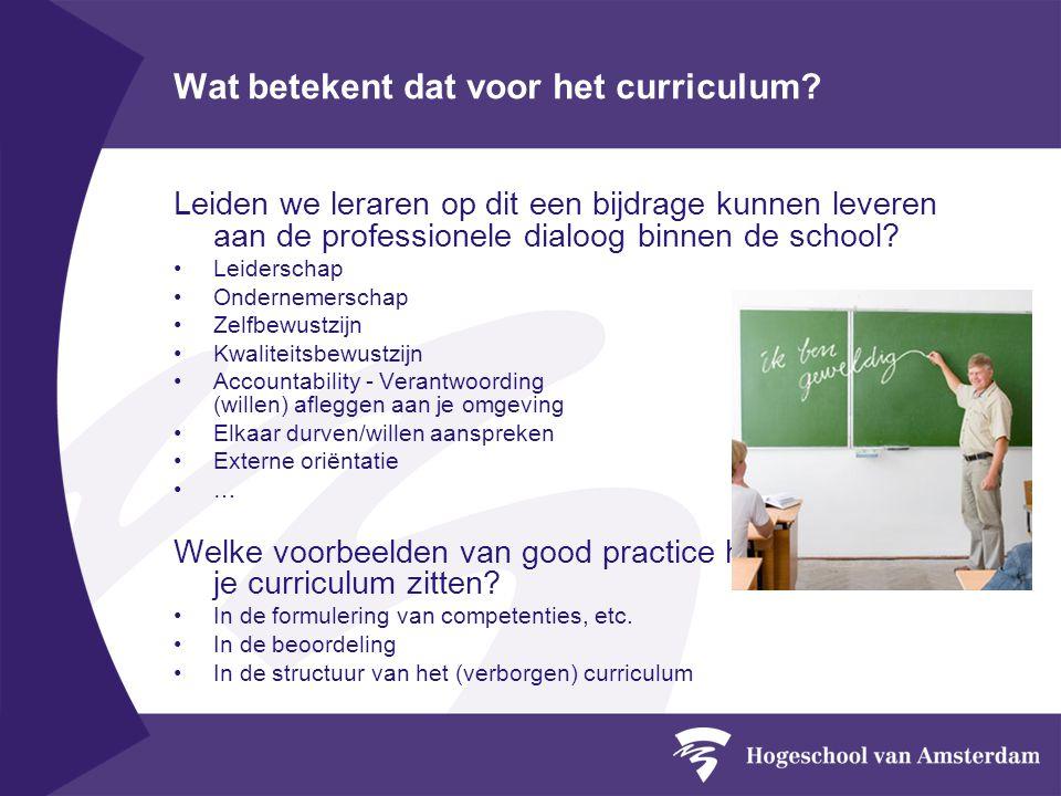 Wat betekent dat voor het curriculum? Leiden we leraren op dit een bijdrage kunnen leveren aan de professionele dialoog binnen de school? Leiderschap