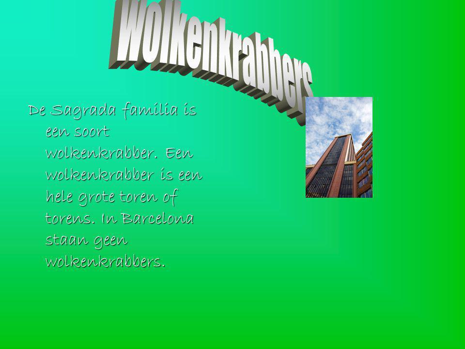 De Sagrada familia is een soort wolkenkrabber.Een wolkenkrabber is een hele grote toren of torens.
