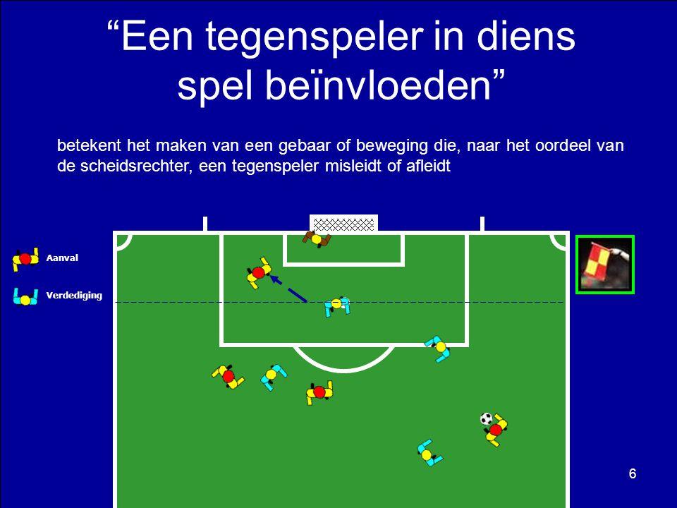 Aanvaller nr.10 trapt de bal recht naar doel maar deze wordt door de doelverdediger afgeweerd in de richting van aanvaller nr.8, die deze positie reeds innam voor de trap naar het doel.