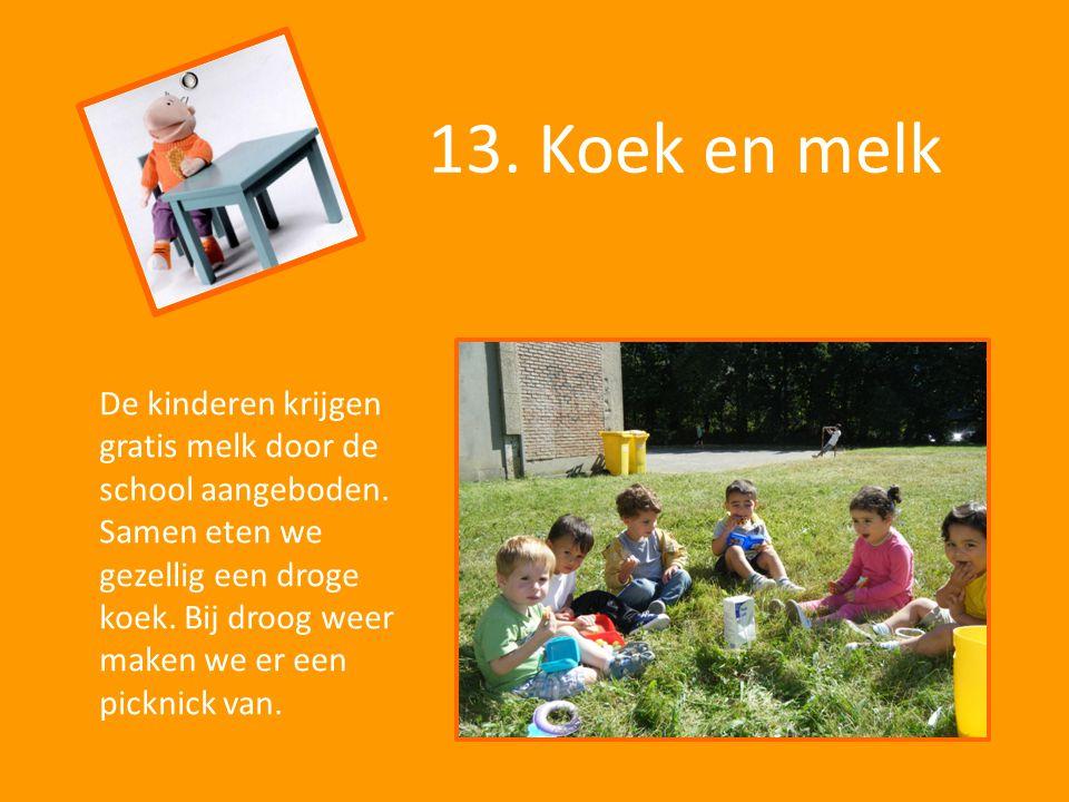 13. Koek en melk De kinderen krijgen gratis melk door de school aangeboden. Samen eten we gezellig een droge koek. Bij droog weer maken we er een pick