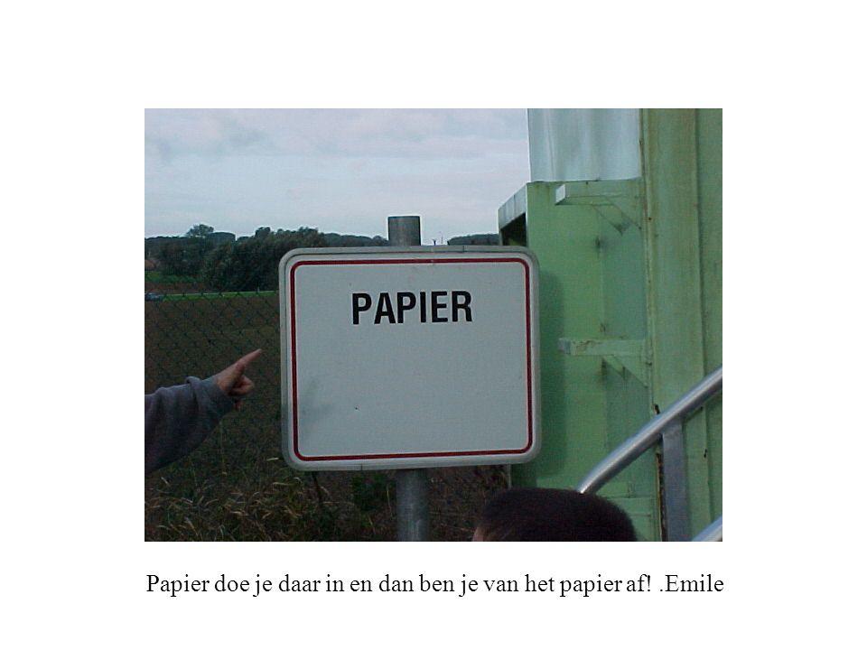 Papier doe je daar in en dan ben je van het papier af!.Emile