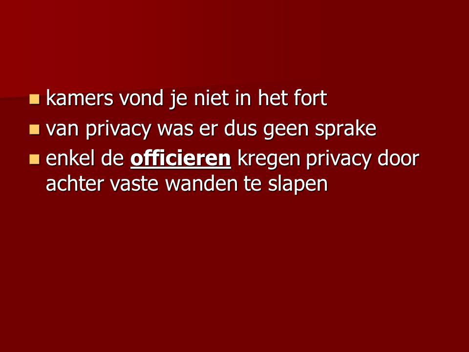 kamers vond je niet in het fort kamers vond je niet in het fort van privacy was er dus geen sprake van privacy was er dus geen sprake enkel de officie
