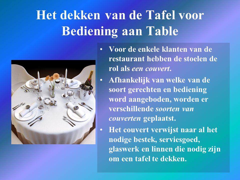 Het leggen van de tafels Het type van het dekken is afhankelijk van de aantal soorten gerechten die worden bediend.