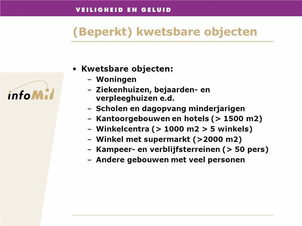 (Beperkt) kwetsbare objecten Beperkt kwetsbare objecten –Verspreid liggende woningen –Dienst- en bedrijfswoningen –Kantoorgebouwen (< 1500 m2) –Hotel en restaurants (<1500 m2) –Winkels –Sport, kampeer en recreatieterreinen <50p –Bedrijfsgebouwen –Hoge infrastructurele waarde –Equivalente objecten (artikel 1 sub h) Bevoegd gezag mag volgens toelichting beperkt kwetsbare objecten behandelen als kwetsbare