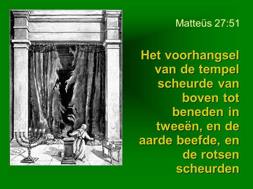 Matteüs 27:51 Het voorhangsel van de tempel scheurde van boven tot beneden in tweeën, en de aarde beefde, en de rotsen scheurden