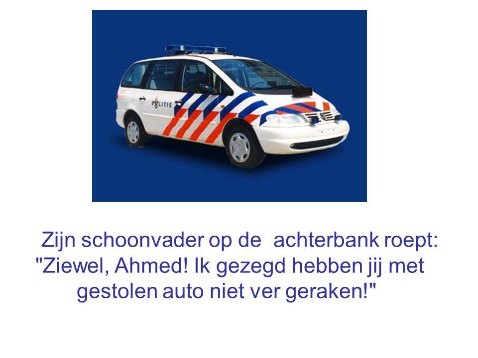 Zijn schoonvader op de achterbank roept: Ziewel, Ahmed.