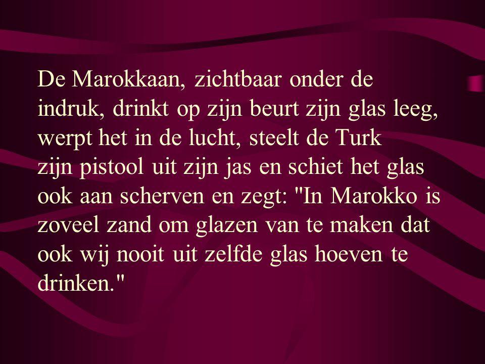 Een Rotterdammer, een Turk en een Marokkaan zitten op een avond in een kroeg een biertje te drinken, als plots de Turk zijn glas leegdrinkt, het omhoo