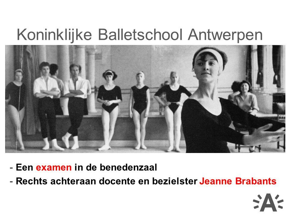 - Een examen in de benedenzaal - Rechts achteraan docente en bezielster Jeanne Brabants Koninklijke Balletschool Antwerpen