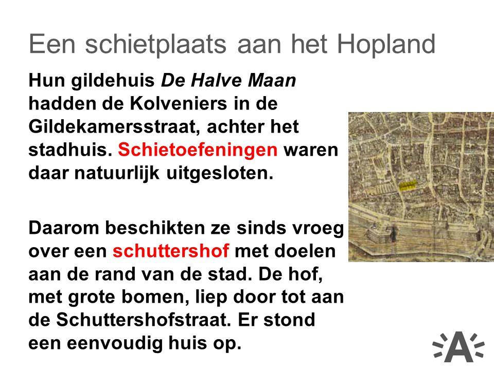 Hun gildehuis De Halve Maan hadden de Kolveniers in de Gildekamersstraat, achter het stadhuis.