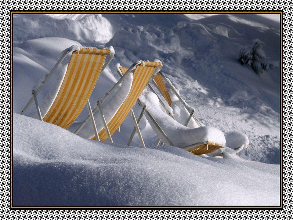 Ouderdom komt plotseling op, als een sneeuwbui : en op een morgen, stelt men bij het ontwaken vast dat alles wit is.