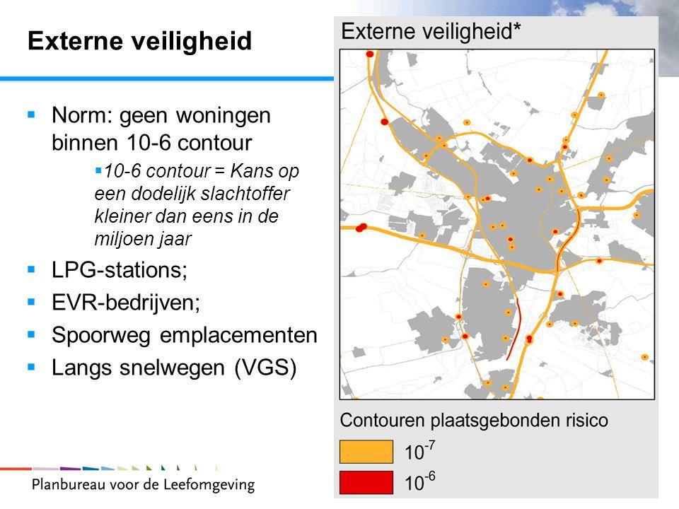 7 Externe veiligheid  Norm: geen woningen binnen 10-6 contour  10-6 contour = Kans op een dodelijk slachtoffer kleiner dan eens in de miljoen jaar  LPG-stations;  EVR-bedrijven;  Spoorweg emplacementen  Langs snelwegen (VGS)