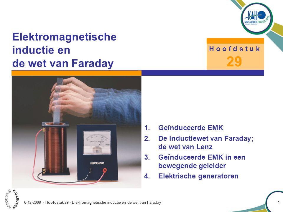 Hoofdstuk 29 – Elektromagnetische inductie en de wet van Faraday 6-12-2009 - Hoofdstuk 29 - Elektromagnetische inductie en de wet van Faraday 12 Met het begrip omsloten magnetische flux kan de inductiewet van Faraday geformuleerd worden: De inductiewet van Faraday (29.2a) Hierin is E de geïnduceerde EMK in de beschouwde lus en en  B de door de lus omsloten magnetische flux Beide zijn algebraïsch op te vatten tegenover referentiezinnen die met de RHR gekoppeld zijn.