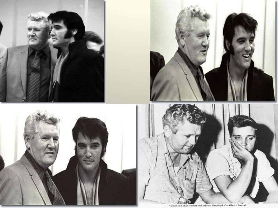 Elvis werkte na zijn schooltijd in 1953 eerst als bioscoopbediende en daarna als vrachtwagen chauffeur