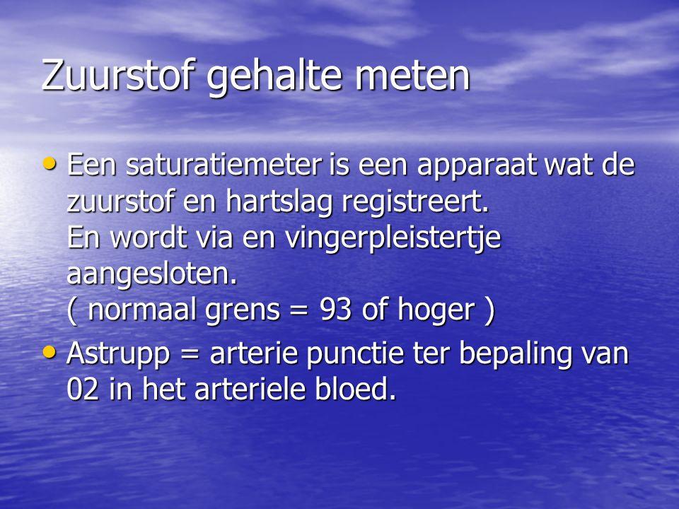 Zuurstof gehalte meten Een saturatiemeter is een apparaat wat de zuurstof en hartslag registreert. En wordt via en vingerpleistertje aangesloten. ( no