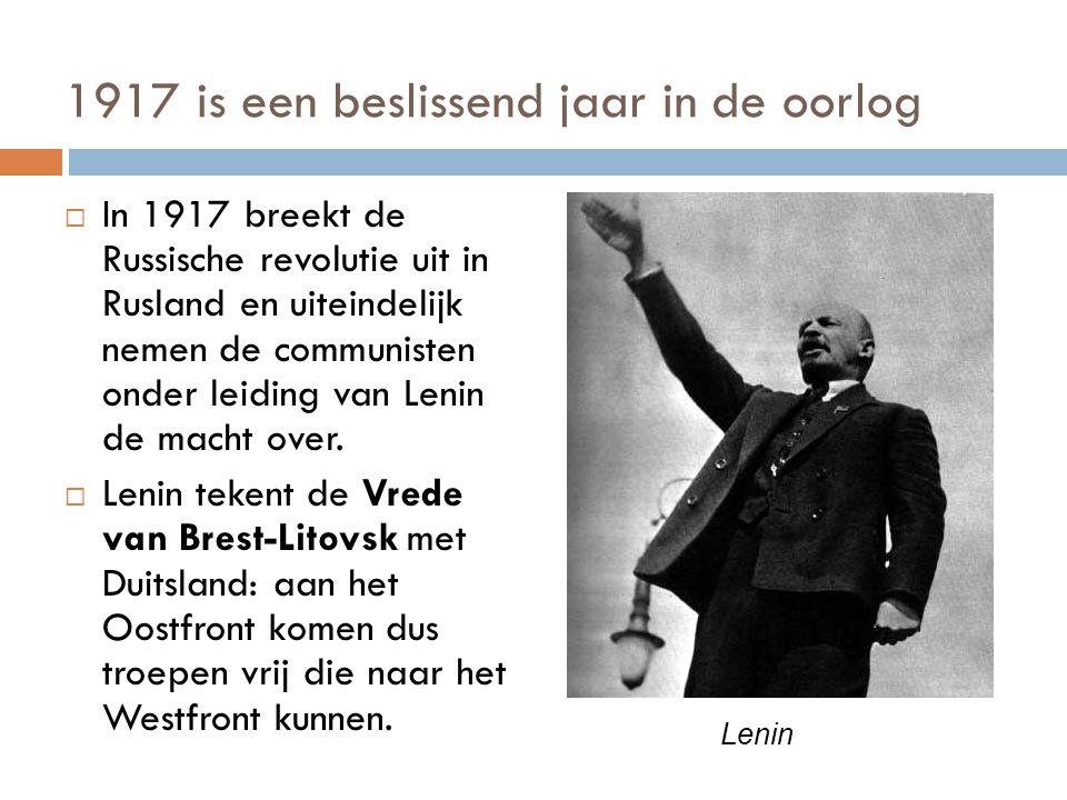 1917 is een beslissend jaar in de oorlog  In 1917 breekt de Russische revolutie uit in Rusland en uiteindelijk nemen de communisten onder leiding van