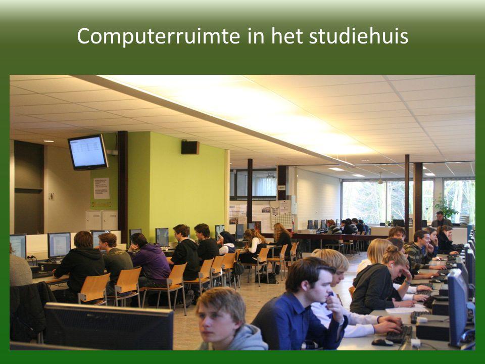 Computerruimte in het studiehuis