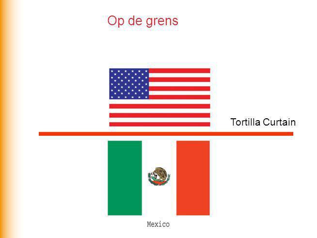 Verschillen aan de grens Kenmerken  Koopkracht  Beroepsbevolking  Landbouw  Diensten  Bevolkingsgroei  Werkloosheid  Taal VS Mexico €33.000 €8000 2% 18% 76% 58% 0.9% 1.2% 4% 18% Engels Spaans Centrum Semi-periferie