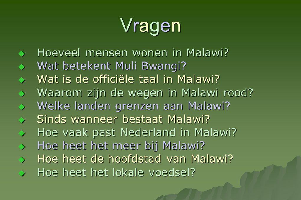 VragenVragenVragenVragen  Hoeveel mensen wonen in Malawi?  Wat betekent Muli Bwangi?  Wat is de officiële taal in Malawi?  Waarom zijn de wegen in