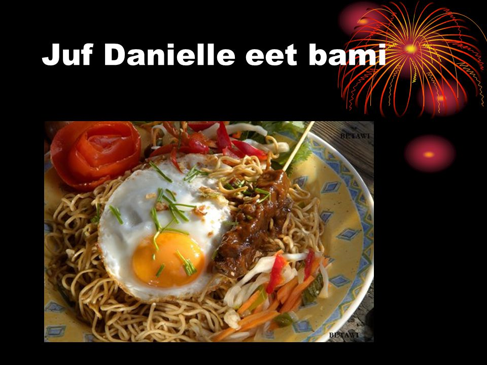 Juf Danielle eet bami