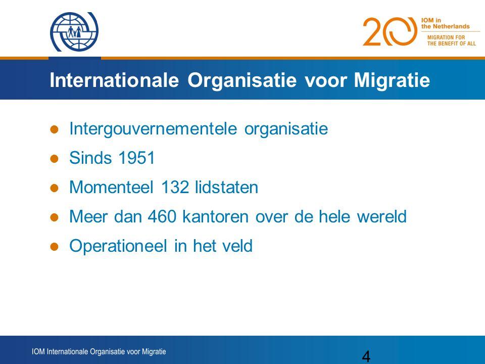 4 Internationale Organisatie voor Migratie Intergouvernementele organisatie Sinds 1951 Momenteel 132 lidstaten Meer dan 460 kantoren over de hele wereld Operationeel in het veld