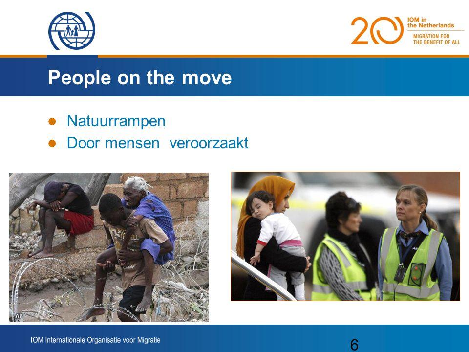 7 De grote migratiestromen 214 miljoen migranten 3% van wereldbevolking 15 miljoen vluchtelingen 26 miljoen IDP's 61 miljoen migranten zuid-zuid