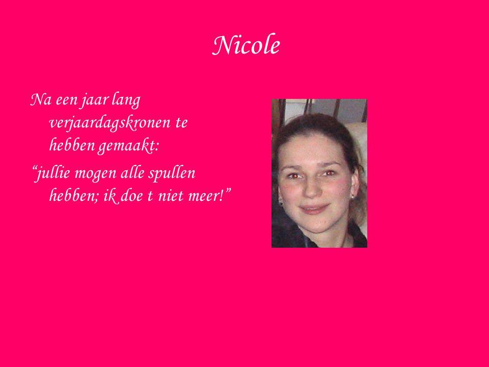 Nicole Na een jaar lang verjaardagskronen te hebben gemaakt: jullie mogen alle spullen hebben; ik doe t niet meer!