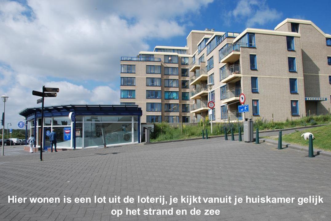Hier wonen is een lot uit de loterij, je kijkt vanuit je huiskamer gelijk op het strand en de zee