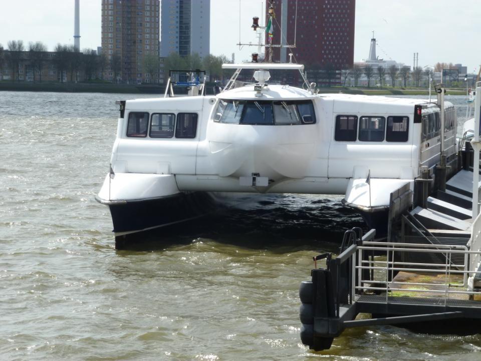 De veerverbinding is uniek voor Rotterdam, Aqualiner ontsluit sinds mei 2008 een van de meest historische plekken in de Rotterdamse haven: het voormalige RDM-terrein op Heijplaat (kop Waalhaven).