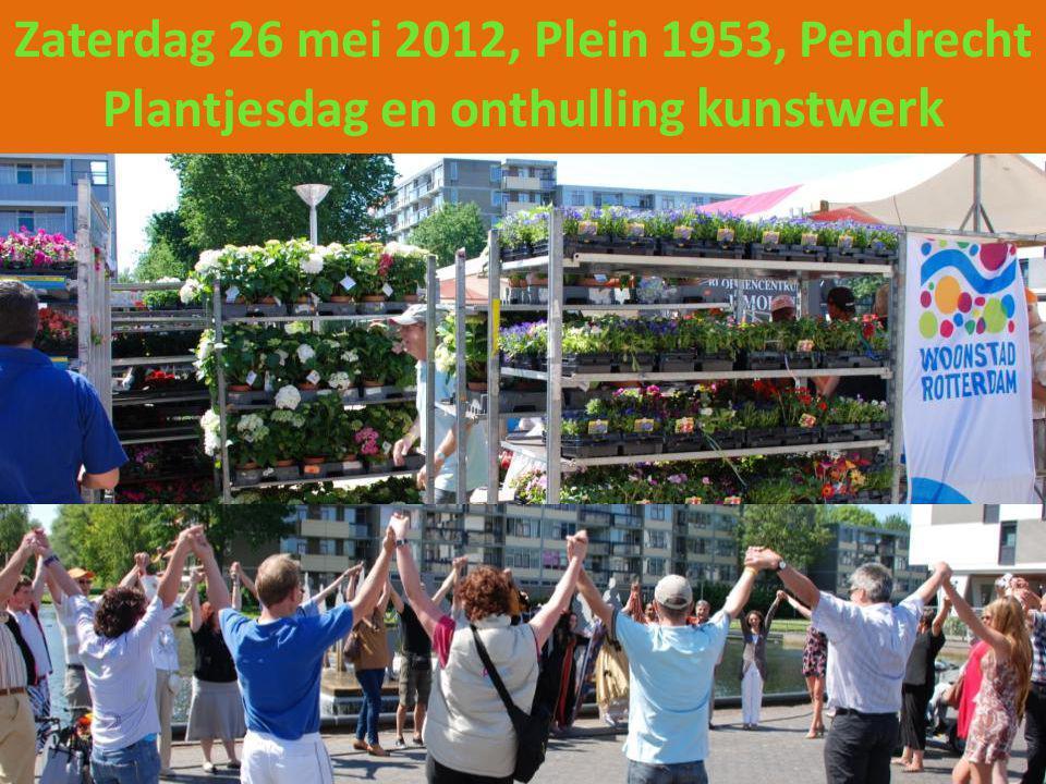 Er was van alles te doen op het Plein 1953 in Pendrecht, woningcorporatie Woonstad deelde gratis plantjes uit, bij de workshop bloemschikken kon men de mooiste bloemstukken maken, er waren diverse informatie kramen zoals Aafje en PIT 010.