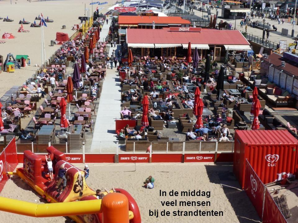 Ik heb mijn camera laten lopen voor de golven en de mensen op de Strandweg, dit kunt u zien op andrieshaak1