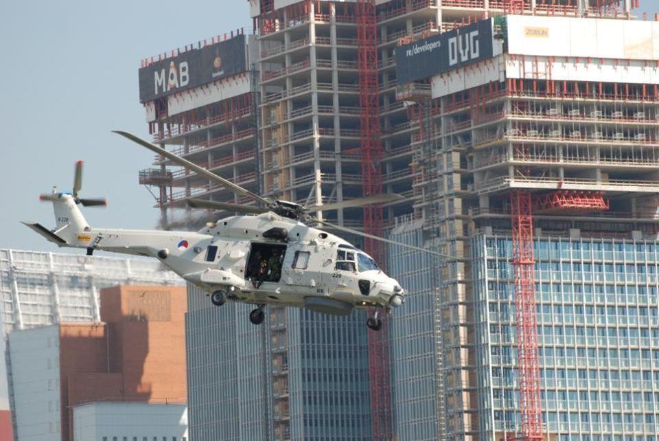 Deze helikopter is van de Koninklijke Marine en gaat wat demonstraties geven