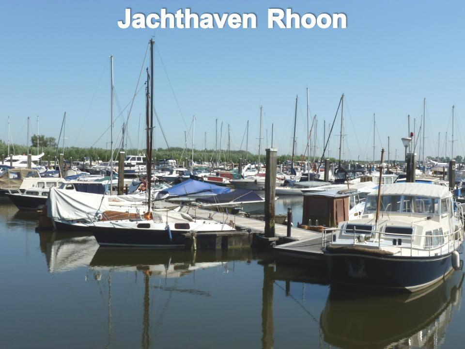 De Veerboot was nog niet weg of de ponton werd als sprinkplank gebruikt, dat deden wij ook op die leeftijd, het water was goed
