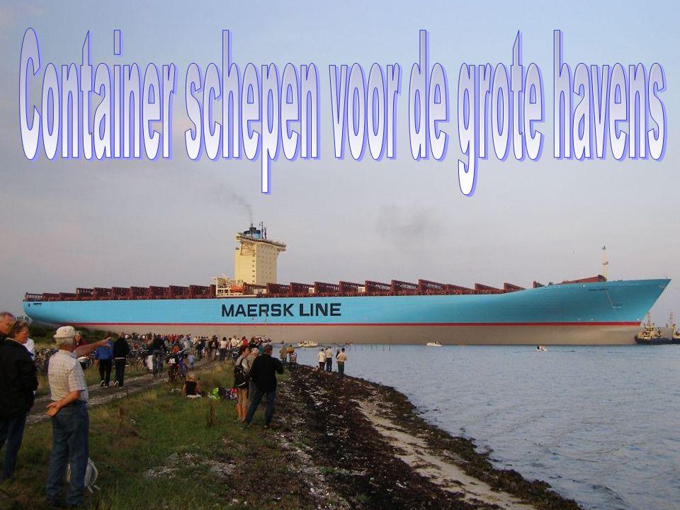 Het is groter dan een vliegdekschip met 5.000 matrozen en officieren.