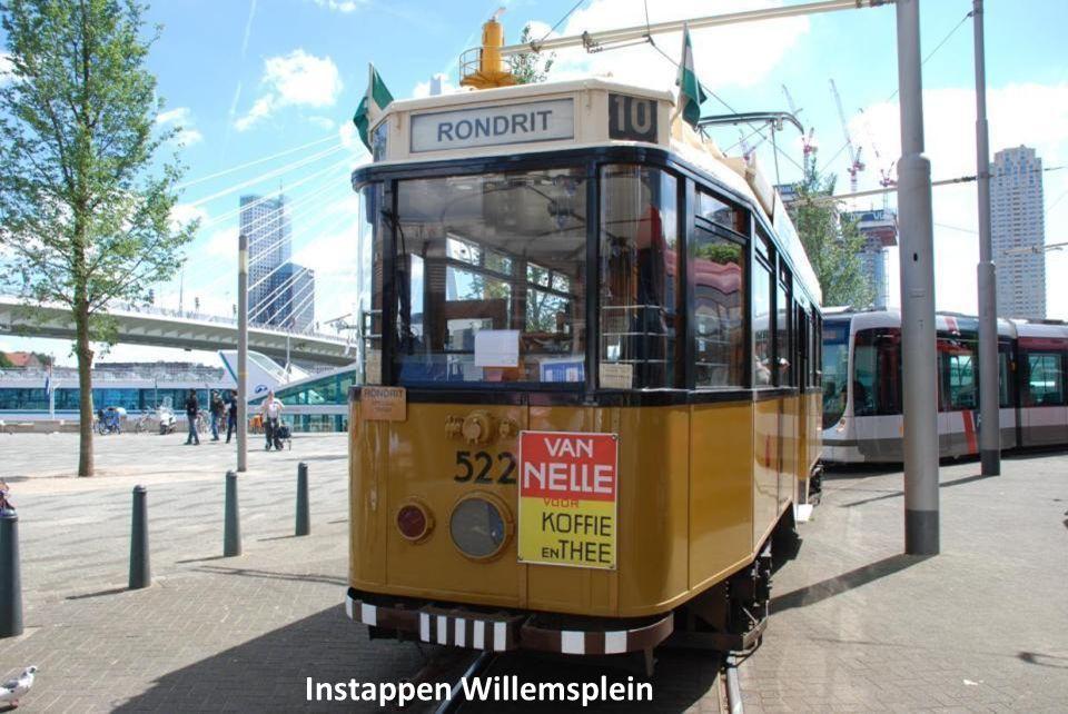 Ontdek Rotterdam vanuit de tram met Citytour Lijn 10. Deze toeristische historische tram brengt je bij de moderne architectuur, het gezellige stadscen
