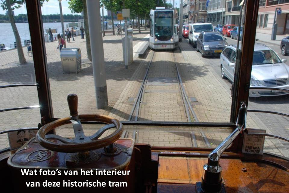 Deze wagen is (voor de tweede wereldoorlog) bij Werkspoor gebouwd De foto's zijn vanuit een rijdende tram genomen Instappen Willemsplein