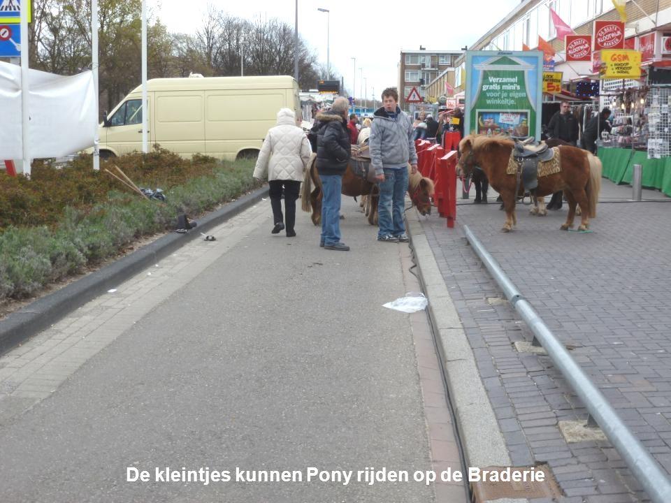De Marathon van zondag 15 april 2012, langs Pendrecht Tevens is er aan de Slinge in Pendrecht een Braderie