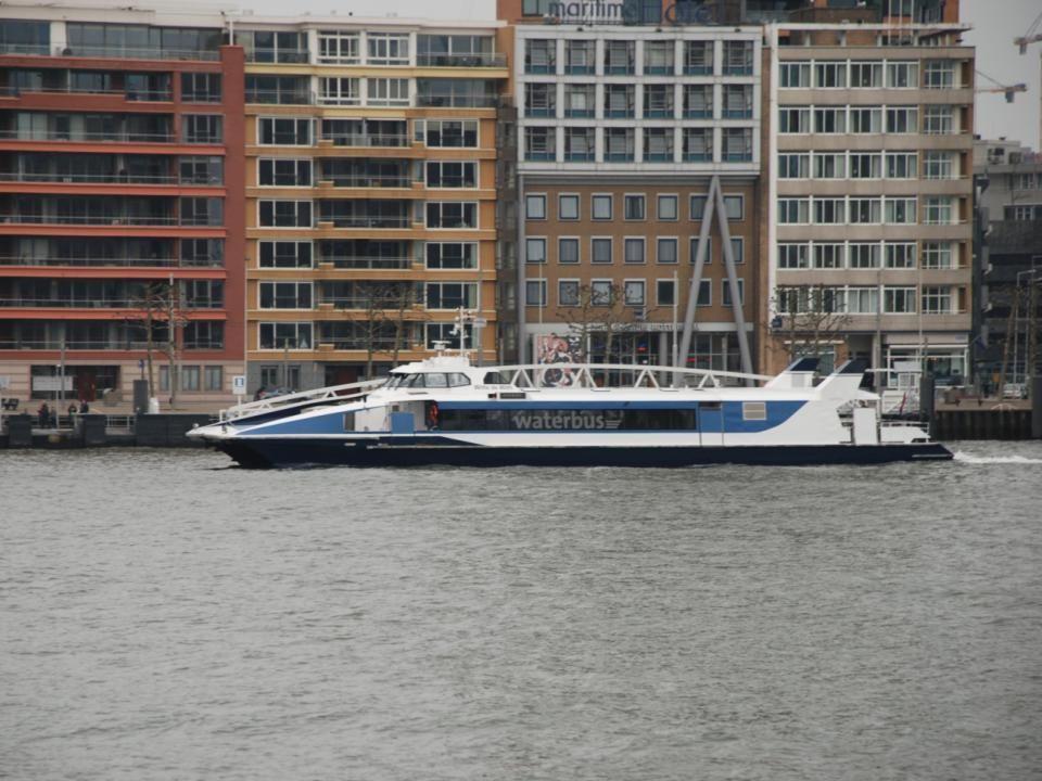 De Waterbus van Rotterdam naar Dordrecht vise versa komt net uit Dordrecht