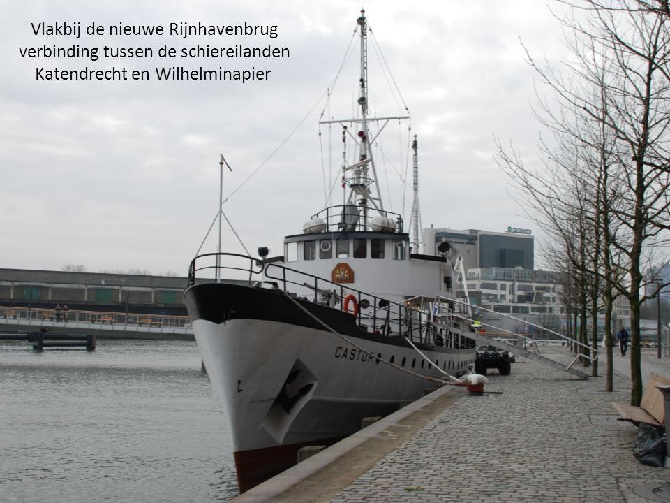 Vlakbij de nieuwe Rijnhavenbrug verbinding tussen de schiereilanden Katendrecht en Wilhelminapier