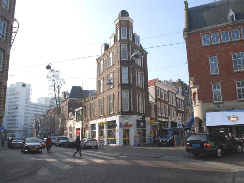 Dit is het voormalige Paleis Kneuterdijk, hier woonde Koning Willem II met zijn vrouw Anna Paulowna