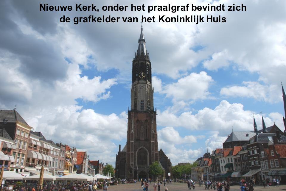 Markt, in het midden het Stadhuis van Delft