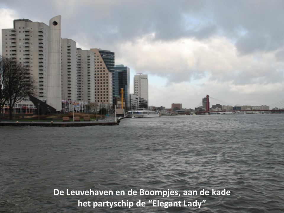 De Leuvehaven en de Boompjes, aan de kade het partyschip de Elegant Lady