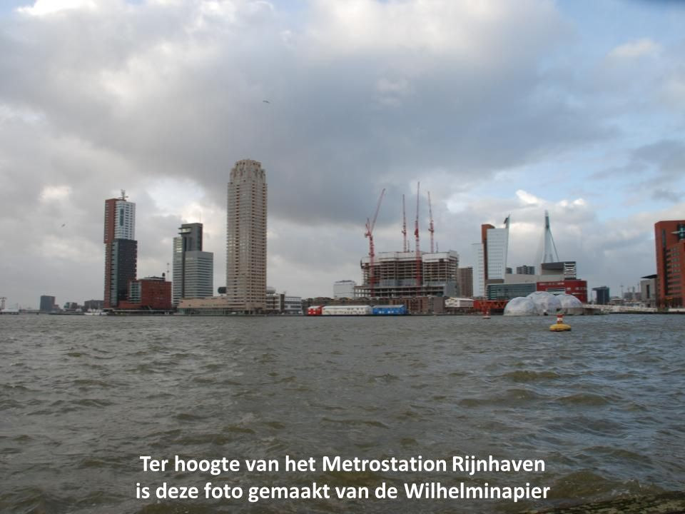Ter hoogte van het Metrostation Rijnhaven is deze foto gemaakt van de Wilhelminapier